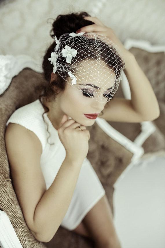 Свадьба - Birdcage Veil with Flowers, Bandeau Birdcage Veil, Wedding Mini Veil, Small Bridal Veil, Blusher Veil