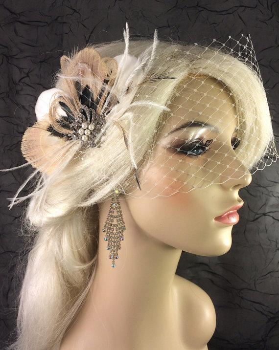 Свадьба - Bridal Feather Fascinator with Brooch, Bridal Fascinator, Wedding Hair Accessories, Fascinator, Hair Clip, Bridal Veil, Birdcage Veil, Ivory