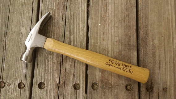 Свадьба - Engraved Wooden Handled Hammer - Personalized Hammer - Father's Day Gift - Gift for Dad - Groomsmen Gift - Gift For The Groom