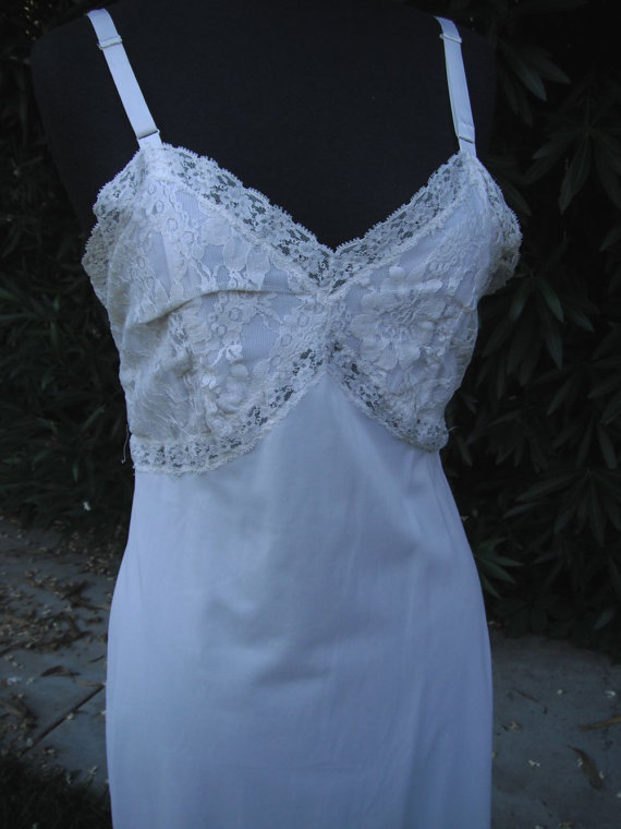 Mariage - Vintage 1960s Charmode Slip / Off White or Ivory Lace Slip 36
