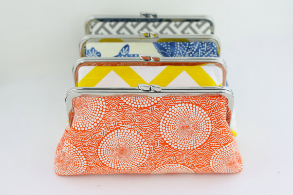Свадьба - Design your own clutches / Bridesmaids Clutch Set / Wedding Gift - over 400 fabulous fabrics to choose from - Set of 5