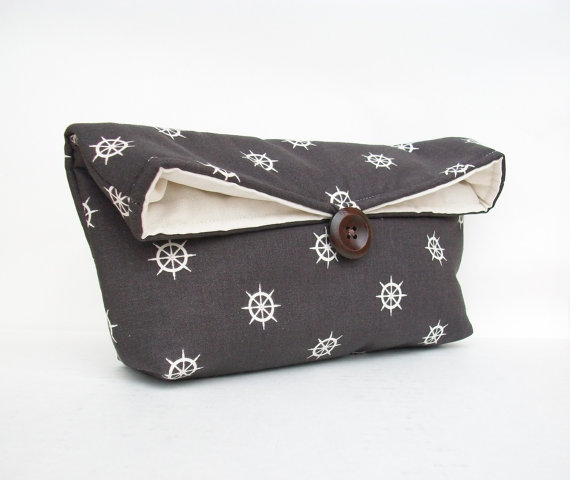 Mariage - Nautical Clutch, Charcoal Gray Clutch, Ship's Wheel, Nautical Clutch, Nautical Helm, Nautical Wedding Party Bridesmaid Gift Idea