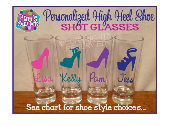 Mariage - Personalized SHOT GLASSES with High Heel SHOE Bachelorette Bridal Party Initial Name Word Bridesmaid Bride 21st Birthday Sorority College