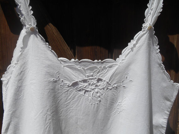 Mariage - Victorian White Curved Dress Floral Cut Work Lace Monogram French 1900's Cotton Slip Handmade Lingerie Medium
