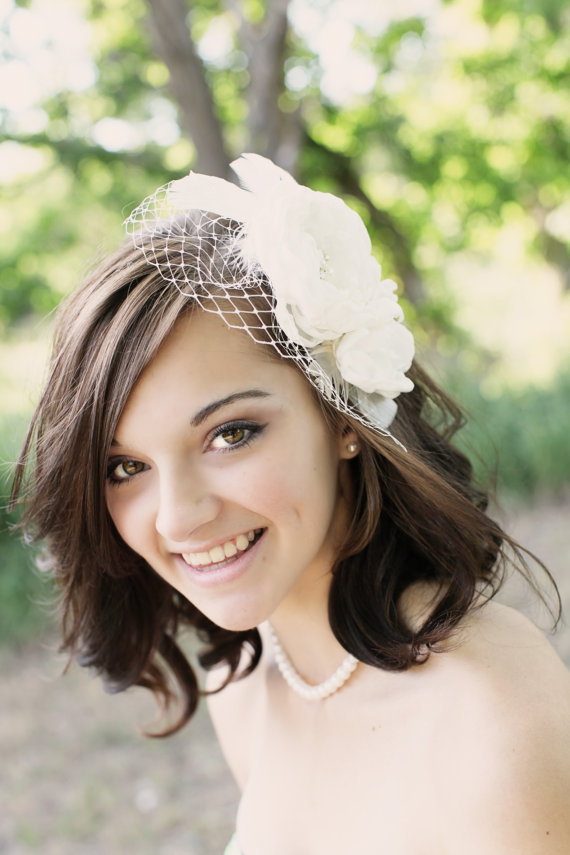 زفاف - Ivory bridal hair accessories , bridal hair flower, wedding veil Floral Fascinator with birdcage veil