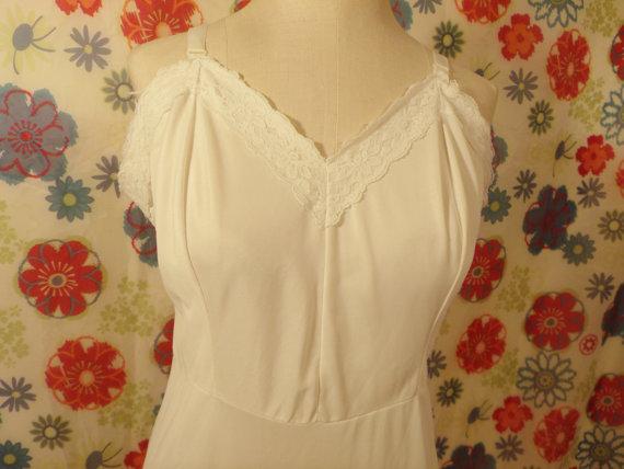 Hochzeit - Vintage Slip White Nylon and Lace Size 38 Average by Dixie Belle