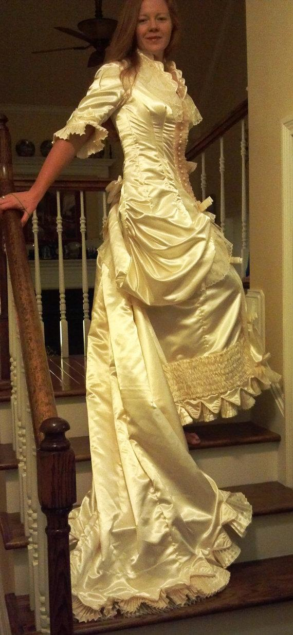 Mariage - Victorian Wedding Dress, Size 6. Gorgeous, NEW with Exquisite Details