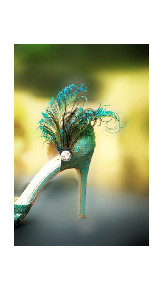 Mariage - Shoe Clips Peacock Sword Feathers. Rhinestone Gem / Beads Cluster. Emerald Green Shoe Clips, Wedding Bride Bridal Accessory. Engagement Date
