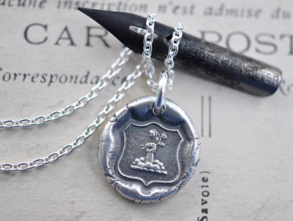 Свадьба - fist and flowers armorial wax seal necklace... hope and joy ~ eco friendly armorial wax seal jewelry