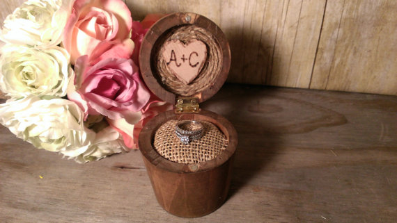 Свадьба - Rustic wedding ring box, ring pillow alternative, country wedding