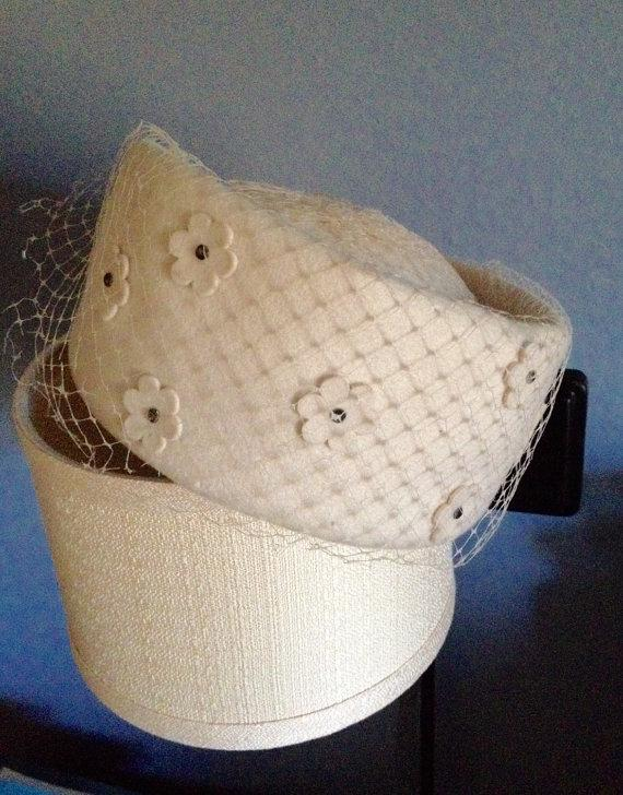 Mariage - Bridal Hat With Veil / Vintage Felt Hat