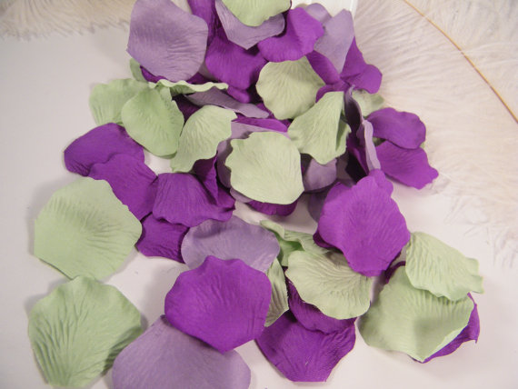 Hochzeit - 500 Rose Bulk Petals, Artifical Petals, Mint Purple Lavender, Trending Wedding Colors,  Flower Girl Basket Petals