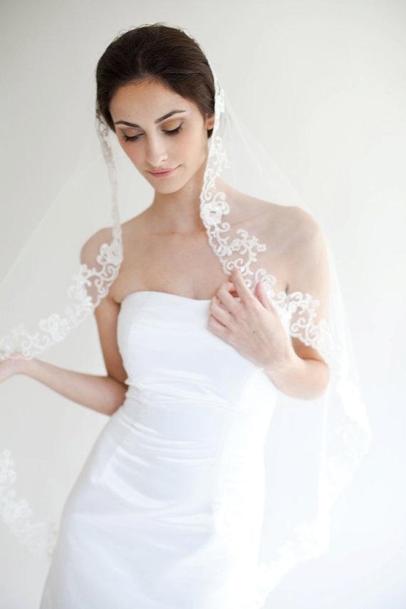 Mariage - Ready to Wear, Flora mantilla Veil Available in Ivory, Lace edged veil, Bridal Veil, Wedding Veil