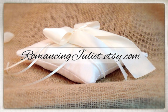 زفاف - Pet Ring Bearer Pillow...Made in your custom wedding colors...shown in ivory/ivory