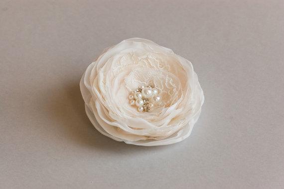 Hochzeit - Bridal hair flower, Ivory champagne bridal hair clip, Wedding hair accessories, Bridal headpiece