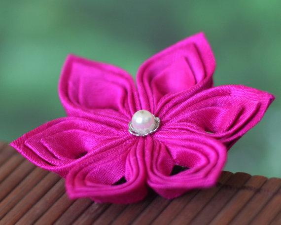 Mariage - Hot pink brooch, silk flower pin, Japanese, fabric, tsumami kanzashi, fuchsia, bright, Oriental, Asian, bridal, wedding, boutonniere