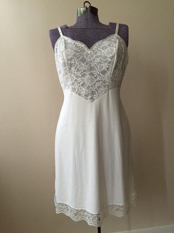 Mariage - Vintage 1960s Silky White Nylon Lace Bodice Full Slip - 36 short