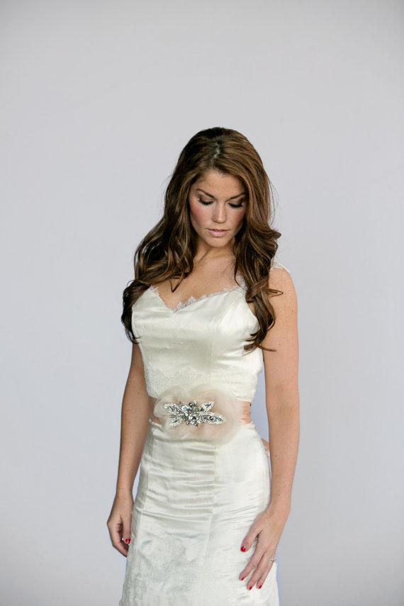Mariage - Blush Wedding Sash, Blush Bridal sash, blush silk bridal belt with Rhinestones and Blush Organza