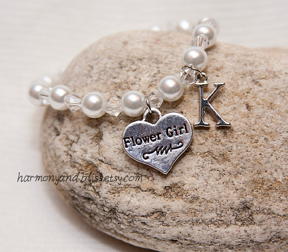Mariage - Flower Girl bracelet wedding party jewelry personalized initial charm jewelry flowergirl charm bracelet with toggle clasp white pearl beads