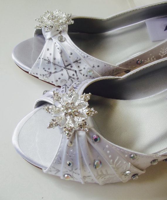 Wedding Shoes Snowflakes Shoes, Rhinestones , White Winter Wedding, Medium  High Heel, Knot Winter Wonderland Wedding, Snowflakes Wedding