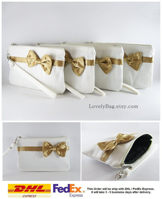 Свадьба - SUPER SALE - Set of 5 Ivory with Little Gold Bow Clutches - Bridal Clutch, Bridesmaid Wristlet, Wedding Gift - Made To Order