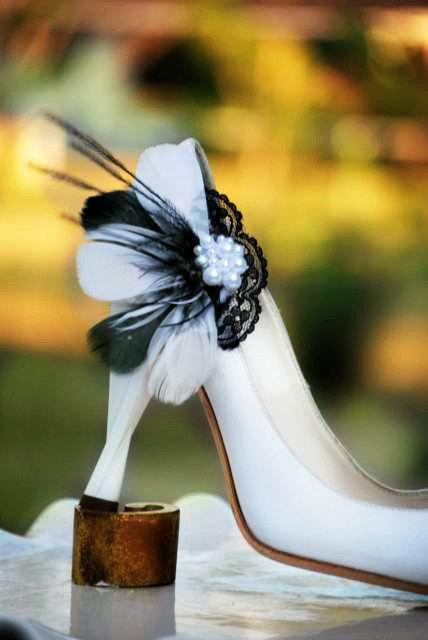 Wedding - Black & White Feathers Lace - Pearls Shoe Clips. Wedding Couture, Statement Bridal Bride Bridesmaid. Made to Match Pins, Shabby Chic Spring