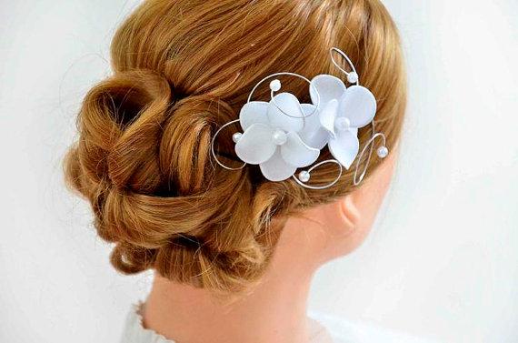 Mariage - Bridal hair piece Bridal hair comb Birdcage veil Floral headpiece in white Bridesmaid headpiece Hair comb  Bridesmaid hair accessories