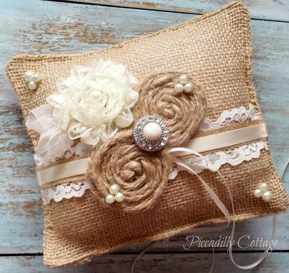 Свадьба - Rustic Burlap Ring Bearer Pillow / Wedding Pillow / Ring Bearer Pillows /  Lace Ring Bearer / Rustic Wedding / Burlap Pillow