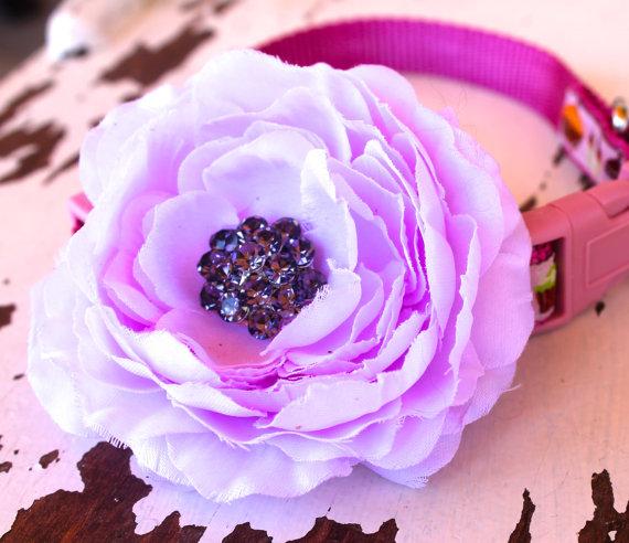 Свадьба - Lavender Cottage Rose Dog Collar Add On / Dog Collar Accessory / Special Occasion Flower / Rhinestone Center