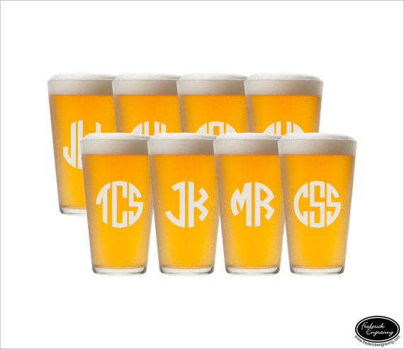 Mariage - EIGHT Etched Pint Glasses, SHIPS FAST, Etched Pint Glass, Etched Beer Glasses, Etched Beer Mugs, Personalized Pint Glass, Groomsmen Glasses