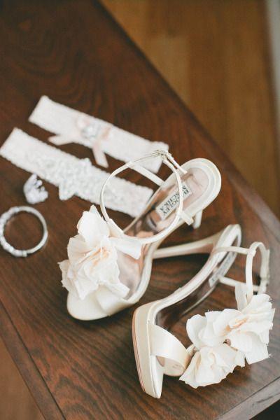 Свадьба - Bright Florals At Whimsical Sonoma Wedding