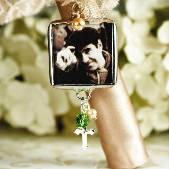 Свадьба - Christian Bridal Bouquet Charm Memorial Photo Pendant with Cross
