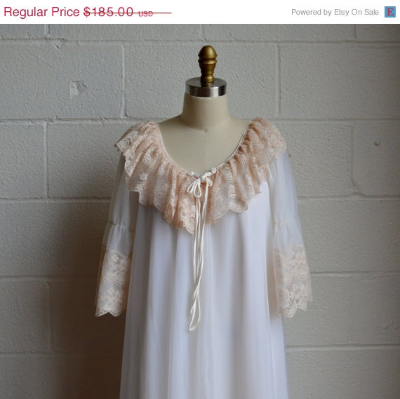 Mariage - Moving Sale Vintage Peignoir Set 1970s Intime California Lingerie Long Gown and Robe Layers of White Chiffon with Beige Floral Lace Size Med