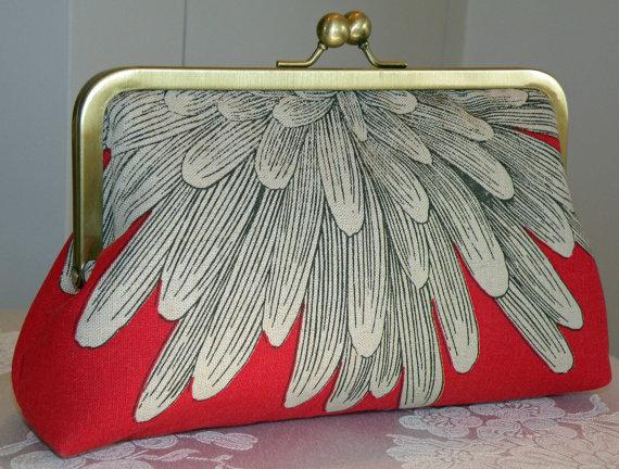 Свадьба - Chrysanthemum Petals Purse/Clutch/Bag..Red/Cream..Bridal Bridesmaid Gift..Aqua/Black..Silk Lining..Free Monogram..Bridesmaid Gift..Wedding