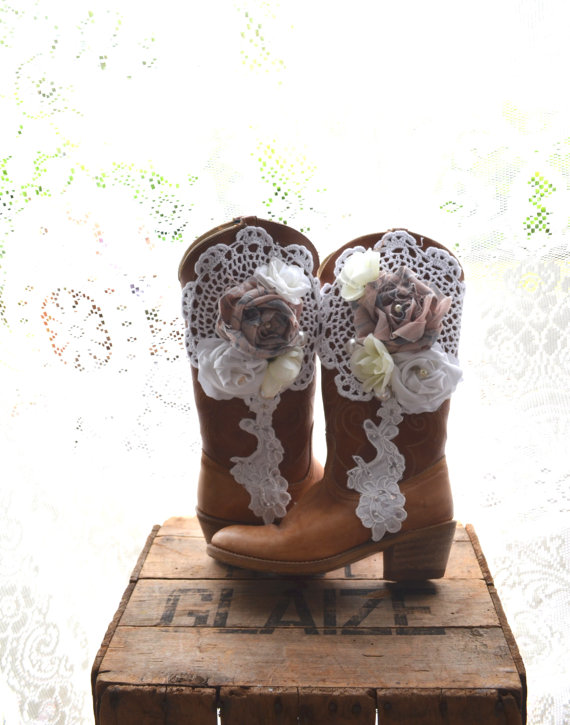 Mariage - Vintage cowboy boots, Romantic fall country chic western boots, Autumn barn wedding, Embellished shabby cottage shoes, True rebel clothing