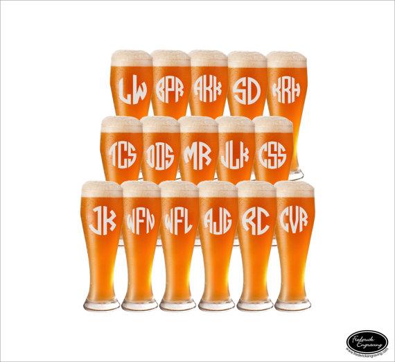 Свадьба - 16 Groomsmen Beer Mugs, SHIPS FAST Personalized Groomsmen Beer Mugs, Custom Groomsmen Beer Mugs, Etched Groomsmen Mugs, Pilsner Beer Glasses