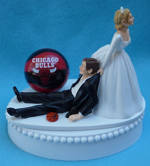 Свадьба - Wedding Cake Topper Chicago Bulls Basketball Themed w/ Bridal Garter Hoops Fans Bride Groom Sports Fanatics Sporty Ball Humorous Funny Top