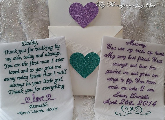 Свадьба - Lacy Mom and Striped Dad Personalized Wedding Handkerchief. Gift for the Mother and Father of the Bride Free Shimmer Gift Envelope included.