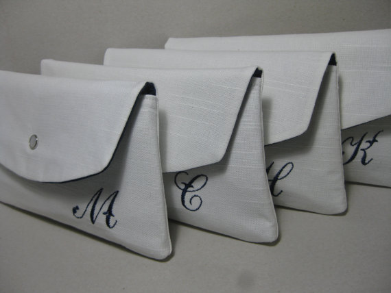 Свадьба - Bridesmaid Clutches/Bridesmaid Gift/Wedding/  Linen Clutch with Monogram, Sets of 4,5,6,7,8 / Angled Envelope Clutch, Purchase 8 Get 1 FREE
