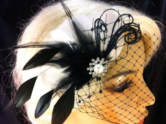 Свадьба - Feather Hair Fascinator, Wedding Hair Clip, Bridal, Prom, Wedding Hairpiece, Great Gatsby, Black and White Birdcage, Veil Set, SHIP READY