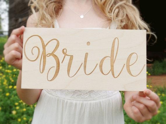 Mariage - Bride Sign Bride Chair Sign Wood Bride Sign Engraved Bride Sign