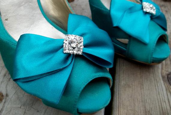 Mariage - Satin Bridal Shoe Clips, MANY COLORS AVAILABLE, Wedding Shoe Clips, Satin Shoe Clips, Rhinestone Shoe Clips, Shoe Clips for Bridal Shoes