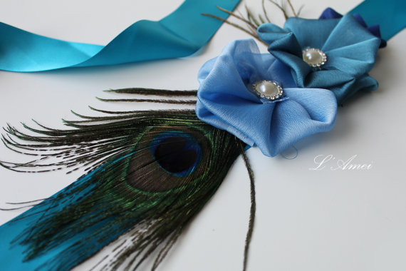Свадьба - Wedding Sash Bridal Belt , Bule Beach wedding Sash Belt - Three Flowers  on a Peacock Feather.