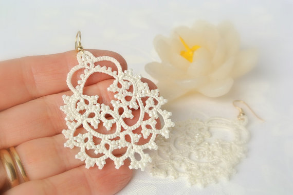 Свадьба - Bridal tatted ivory lace earrings