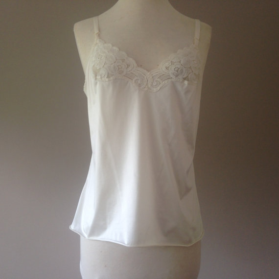 Свадьба - S / Nylon Camisole Lingerie Top with Lace / Size Small / By Vanity Fair /  FREE Shipping