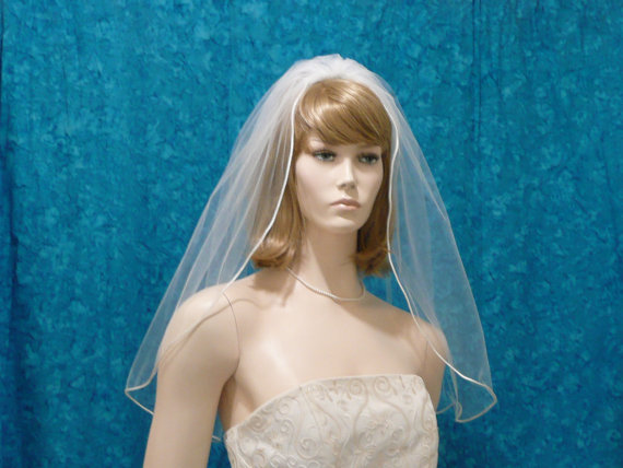Hochzeit - Bridal Veil one Tier  Less Full with shining Satin Rattail Trim  Shoulder to Waltz Length