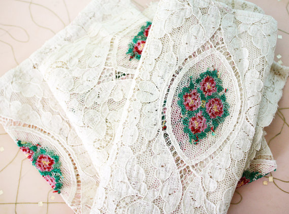 Mariage - Pretty Vintage Lace Scraps with Colorful Floral Design Inset Fabric
