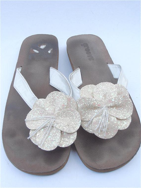 7702c3465475 Vintage White Slippers Beach Wedding Thongs Vintage White Flower Sandals  Vtg White Glitter Sandals White Sequin Slippers Ladies Shoe Size 9