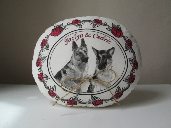 Свадьба - personalized wedding ring bearer pillow with pets portraits custom wedding ring box with groom and bride names red roses floral frame