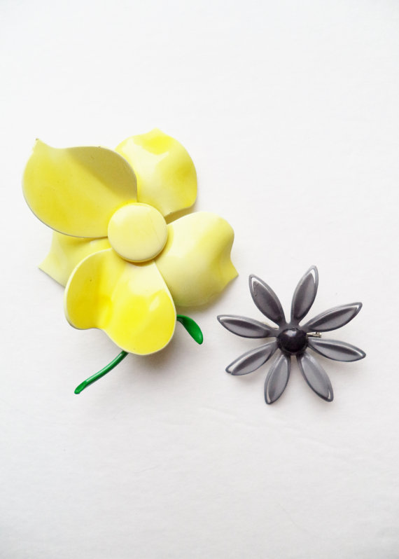 Mariage - 2 Vintage Pins Brooches Enamel Flowers Yellow Gray Accessories Jewelry For Her
